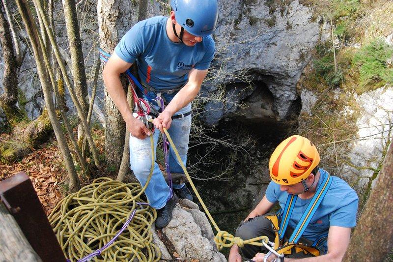 Preživetje v naravi - Abseiling po vrvi
